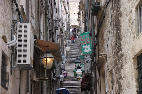 DubrovnikNarrowStreets13Steps.a